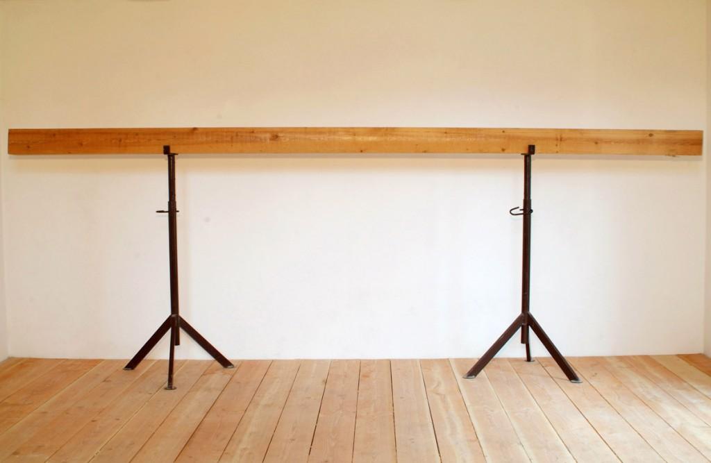 Schacht, 2002, Balken, 430 x 15,7 x 15,7 cm | Shaft, 2002, beam, 430 x 15,7 x 15,7 cm