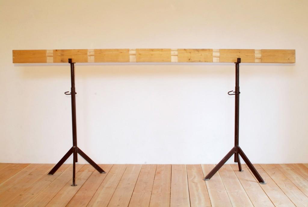 Bogen, 2013, Balken, 332,5 x 15,5 x 9,5 cm | Arch, 2013, beam, 332,5 x 15,5 x 9,5 cm