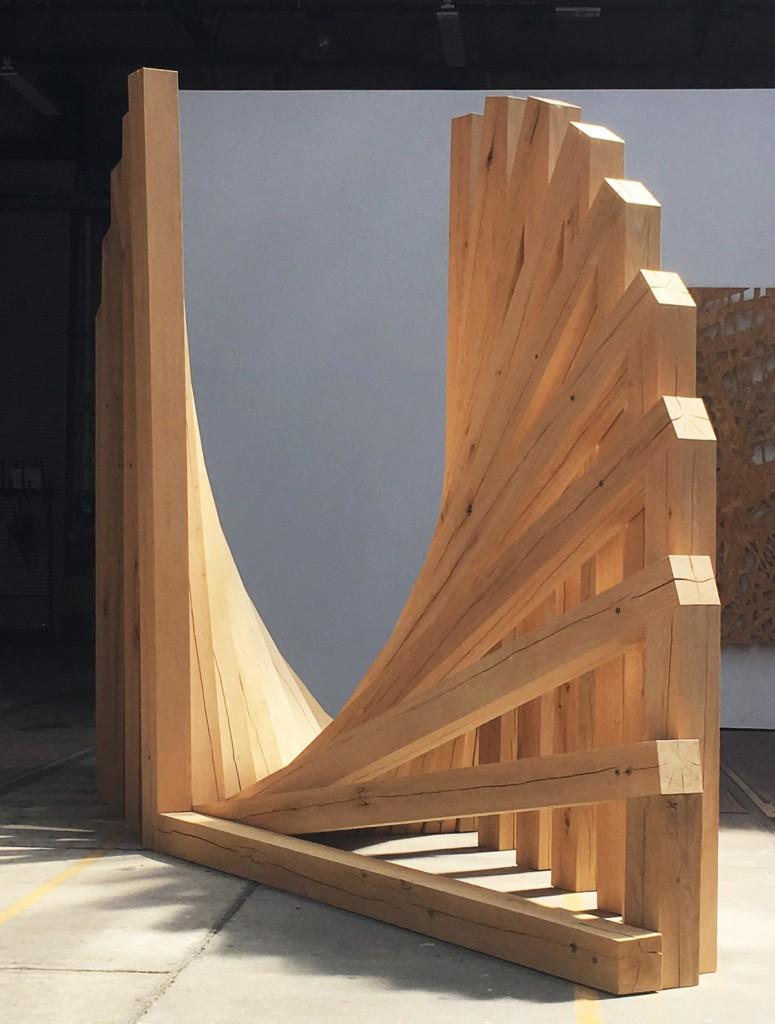 90/90, 2017, Balken (Eiche), ca. 250 x 500 x 124 cm  | 90/90, 2017, beams (oak), about 250 x 500 x 124cm