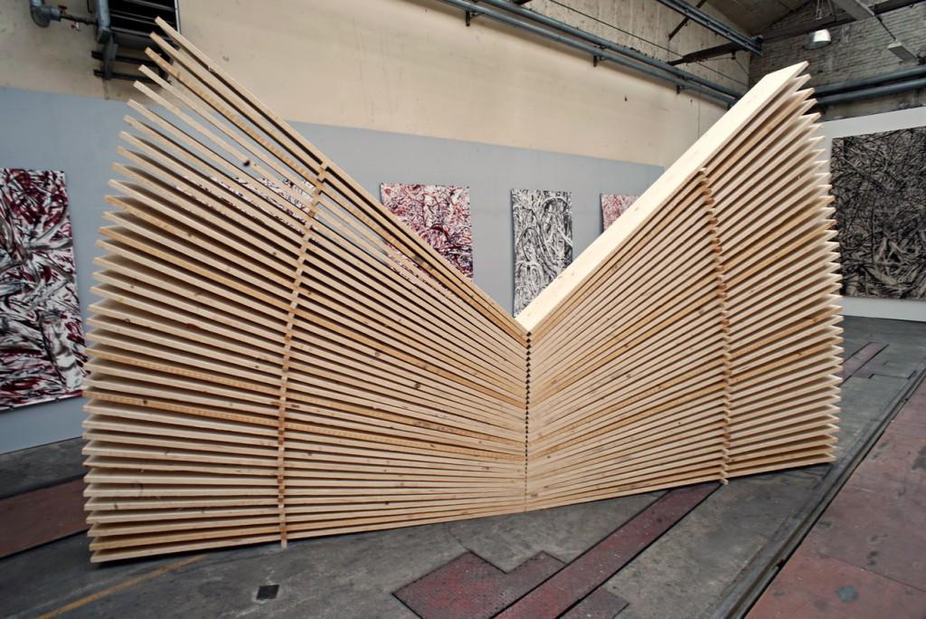 Schmetterling II, 2017, Bretter, zersägt, ca. 280 x  500 x 40 cm | Butterfly II, 2017, boards cut, about 280 x 500 cm x 40 cm